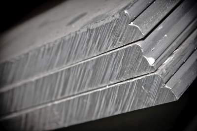Алюминиевые плиты имеют различия по плакировке