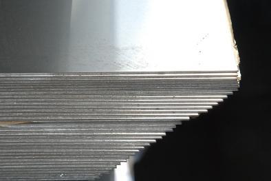 При производстве у холоднокатаного нержавеющего листа могут обрезать или не обрезать кромку