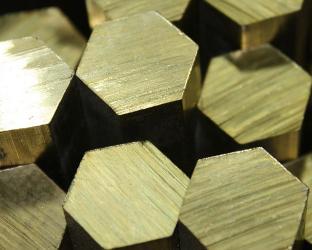 Латунный шестигранник может вырастать до шести метров в длину