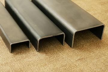 Швеллер - один из самых ходовых товаров на металлобазах