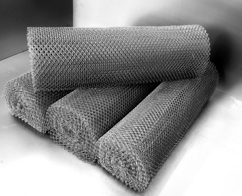 Сетка плетеная часто продается в рулонах
