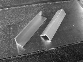 Алюминиевый уголок используют и строители, и работники мебельных фабрик