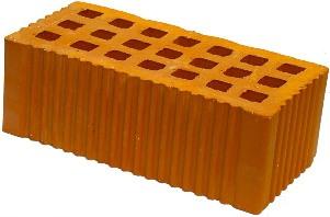 Целевой полуторный кирпич легко отличить от других типов по рельефной поверхности