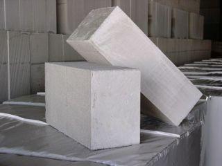 Прочность газосиликатных блоков напрямую зависит от плотности ячеистого бетона