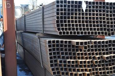 Квадратная труба используется в строительной отрасли и в мебельном производстве