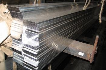 Нержавеющие полосы могут выпускать с повышенной или нормальной точностью прокатки