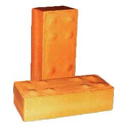 Печной кирпич выдерживает температуру, перед которой пасует простой глиняный