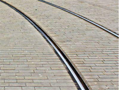 Трамвайные рельсы можно увидеть на дорогах любого областного центра России